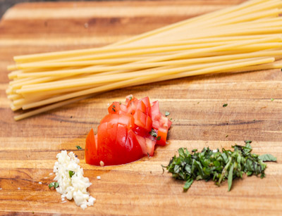 bucatini pasta, tomato, garlic, parsley